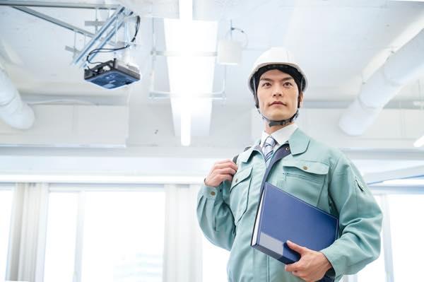 一般住宅からビルや工場の内外線工事、提案設計から施工、保守管理までを目的にお客様と接遇しています。
